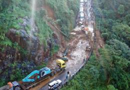 Lâm Đồng: Đã thông xe qua đèo Bảo Lộc sau sự cố sạt lở
