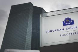 ECB cắt giảm lãi suất tiền gửi xuống mức thấp kỷ lục mới