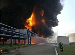 Nổ lớn tại nhà máy lọc dầu ở Mỹ