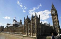 BREAKING NEWS: Quốc hội Anh phải sơ tán khẩn cấp do báo cháy