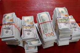 Bắt giữ vụ vận chuyển 470.000 USD từ Campuchia về Việt Nam