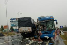 Tai nạn giao thông liên hoàn tại Quảng Bình