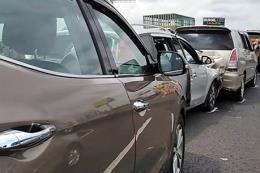Ba xe ô tô đâm liên hoàn trên cao tốc Hà Nội - Lào Cai