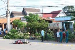 Xe ben tông vào nhà dân, một người tử vong