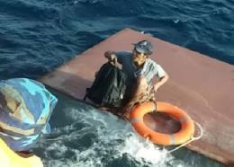 Kịp thời cứu 4 thuyền viên, trục vớt 15.000 lít dầu vào bờ an toàn