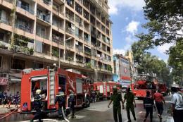 Tp. Hồ Chí Minh: Giải cứu kịp thời 28 người bị kẹt trong vụ cháy ký túc xá