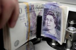 Đồng bảng Anh và euro đồng loạt
