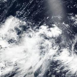 Bão Danas và áp thấp nhiệt đới đang ở trên vùng Đông Bắc Biển Đông