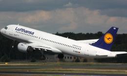 Bộ trưởng Môi trường Đức đề nghị tăng giá vé máy bay