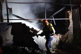 Hà Nội: Cháy xưởng nhựa, khói đen bốc cao hàng chục mét
