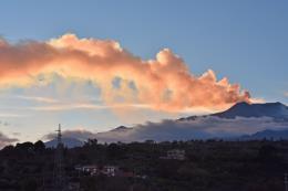 Núi lửa lớn nhất châu Âu thức giấc, Italy đóng cửa hai sân bay