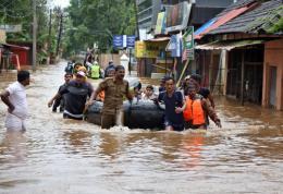 Hơn 300 người thiệt mạng do mưa lũ hoành hành ở Nam Á