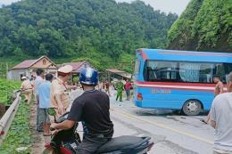 Tai nạn giao thông nghiêm trọng trên Quốc lộ 2 khiến 8 người thương vong