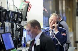 Chỉ số Dow Jones và S&P 500 tăng tuần thứ ba liên tiếp