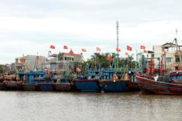 Ứng phó bão số 3: Điều 2 tàu cứu hộ ứng trực tại vịnh Lan Hạ, Cát Bà