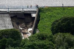 Anh: Hàng trăm người dân sơ tán khẩn cấp do nguy cơ vỡ đập Toddbrook
