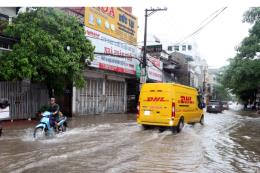 Nhiều tuyến đường tại Nam Định bị ngập sâu