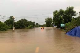 Mưa lũ làm ngập cục bộ, giao thông tạm thời bị chia cắt tại Đắk Lắk