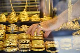 Giá vàng châu Á giảm phiên thứ ba liên tiếp