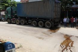 Hàng chục hộ dân kiên quyết chặn xe chở rác ở Phú Thọ