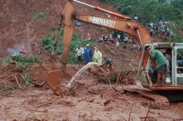 Tìm thấy thi thể 3 nạn nhân trong 1 gia đình bị sạt lở đất vùi lấp