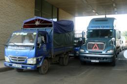 Gần 300 xe chở thanh long đã được thông quan tại cửa khẩu quốc tế Lào Cai