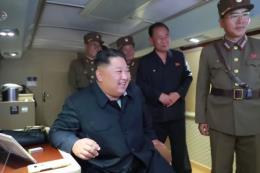 Chủ tịch Triều Tiên Kim Jong-un giám sát vụ thử vũ khí mới