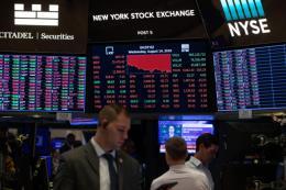 Những yếu tố khiến chứng khoán Mỹ biến động tuần qua