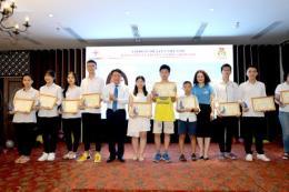 EVNNPT khen thưởng con công nhân viên chức đạt thành tích cao trong học tập