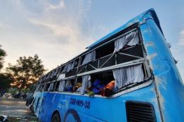 Hai xe giường nằm va chạm, ít nhất 25 người thương vong