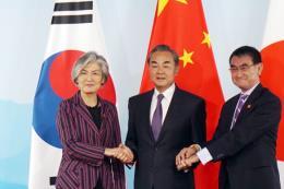 Ngoại trưởng Trung - Nhật - Hàn bắt đầu hội đàm tại Bắc Kinh