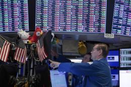 Nhà đầu tư chờ phát biểu của Chủ tịch Fed, chứng khoán Mỹ diễn biến trái chiều