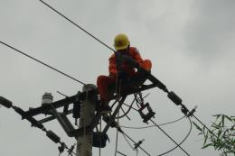 Huy động lực lượng khắc phục sự cố hệ thống lưới điện bị ảnh hưởng của bão số 4