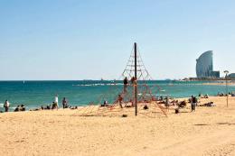 Tây Ban Nha: Sơ tán bãi biển tại Barcelona do phát hiện thiết bị nổ
