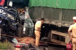 Sơn La: Xe tải đâm nhau làm một người tử vong, giao thông ách tắc