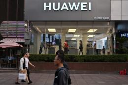 """Huawei """"mạnh hơn"""" khi đối mặt với lệnh cấm của Mỹ"""