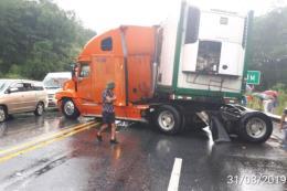 Tai nạn liên hoàn giữa 3 xe ô tô trên cao tốc Nội Bài - Lào Cai