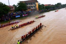 Sôi động hội đua thuyền mừng Tết độc lập trên sông Kiến Giang