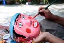 Những người giữ hồn Trung Thu truyền thống: Bài 2- Giữ nghề làm mặt nạ giấy bồi