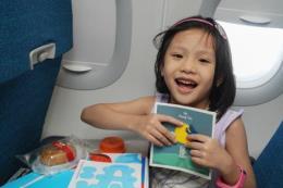 Hành khách nhí đón Trung Thu trên chuyến bay Vietnam Airlines