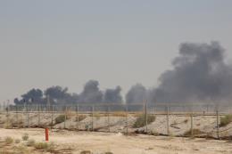 Các cuộc tấn công nhà máy lọc dầu của Saudi Arabia: Một mũi tên trúng nhiều đích