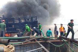 Bến Tre: Cháy tàu cá đang neo đậu tại bến, thiệt hại trên 7 tỷ đồng
