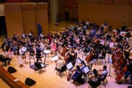 Nhạc trưởng Dàn nhạc Giao hưởng Mặt trời ca ngợi nỗ lực của ca sỹ Phạm Thùy Dung