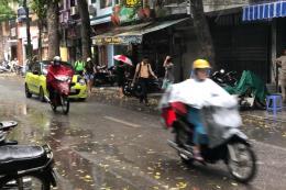 Thời tiết thay đổi đột ngột, Hà Nội chuyển mưa giông, nhiệt độ giảm đáng kể