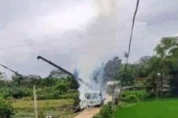 Xe trộn bê tông làm đứt dây điện cao thế khiến 2 công nhân bị bỏng