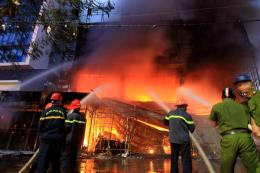 Hải Phòng: Cháy lớn tại trung tâm điện máy Hoàng Gia