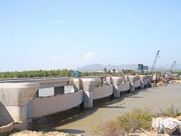 Hợp long công trình trọng điểm đập hạ lưu sông Dinh
