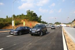 Phó Thủ tướng Trịnh Đình Dũng cắt băng thông xe cao tốc Bắc Giang - Lạng Sơn