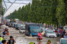 Triều cường vượt báo động III, nội đô Cần Thơ biến thành sông