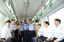 Phó Thủ tướng Trịnh Đình Dũng thị sát tuyến đường sắt Cát Linh - Hà Đông